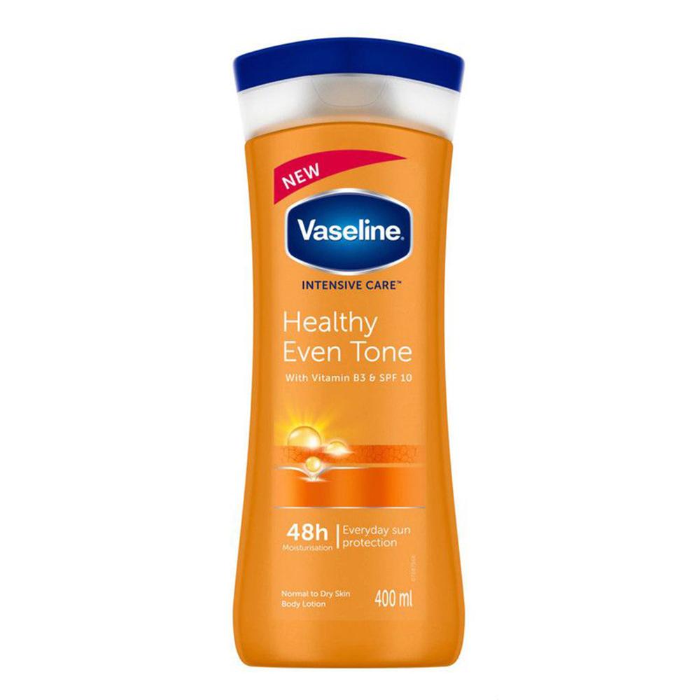 لوشن لتوحيد لون الجسم بفيتامين بي 3 ومعامل حماية ضد اشعة الشمس SPF10 للعناية المركزة من فازلين – 400 مل